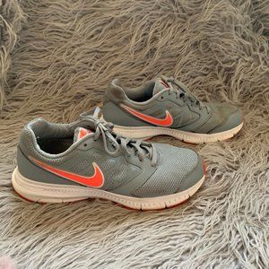 Nike Downshifter 6 Size 8 Athletic Running Shoes